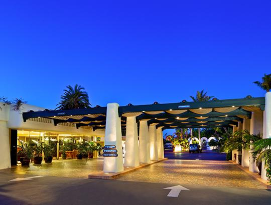 Front Entry way of the Bahia Resort Hotel